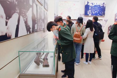 石家庄白求恩医学中等专业学校西柏坡参观学习05.png